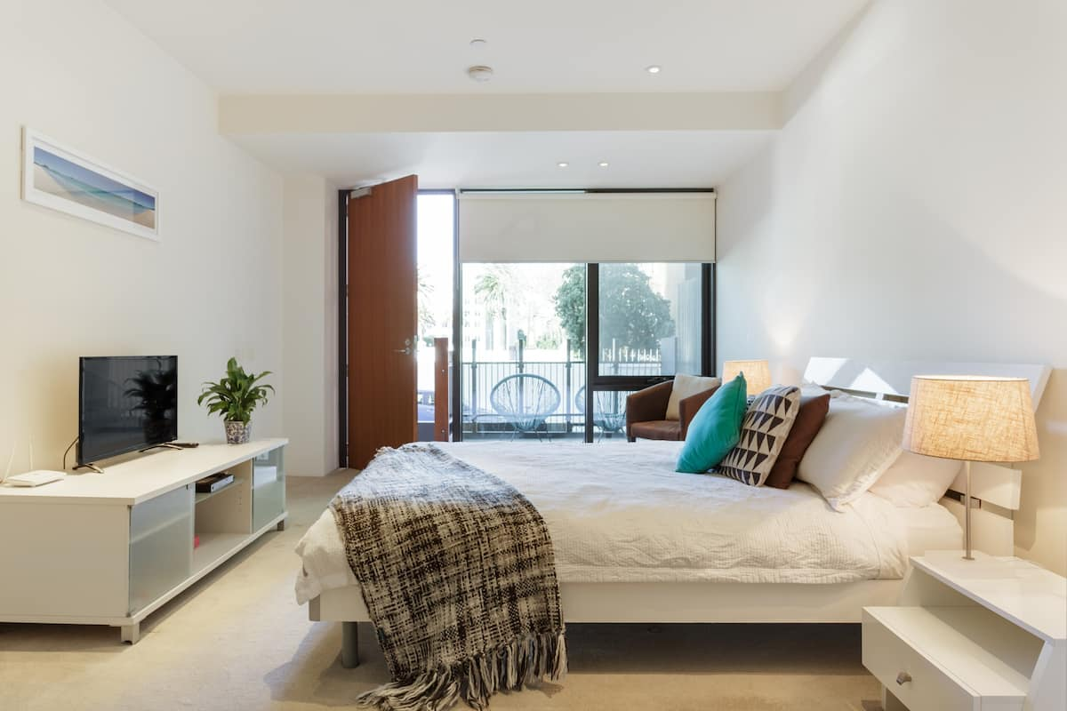 Beachside luxury place, balcony & secured parking