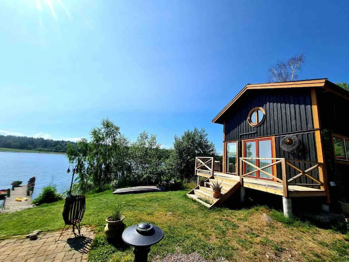 Beautiful private house 5 meters from Lake Vänern
