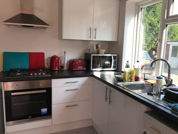 Stunning 2-Bed House in High Wycombe