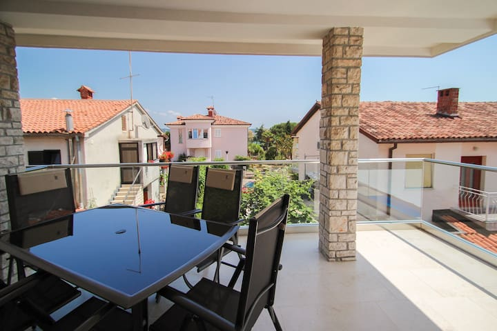 Vila Rivarella Novigrad Apartment For 4 + 2