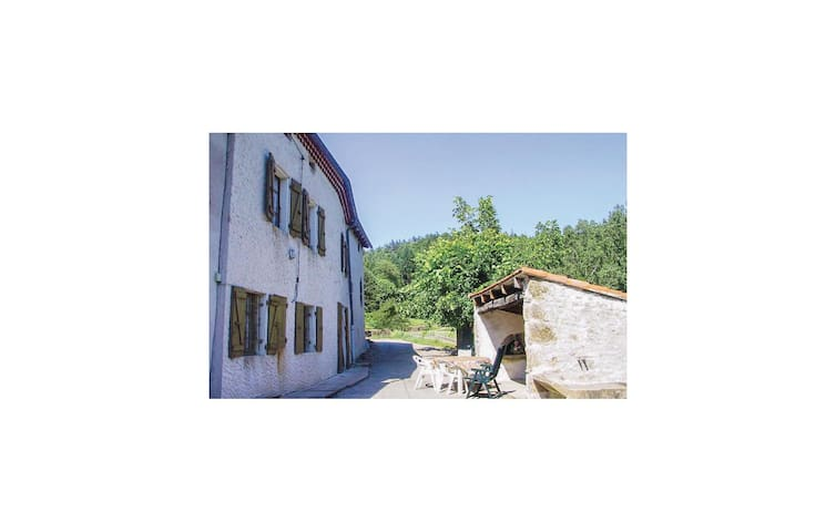 Holiday cottage with 3 bedrooms on 120m² in St-Apolinaire-de-Rias