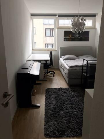 Möbiliertes Zimmer am Dom