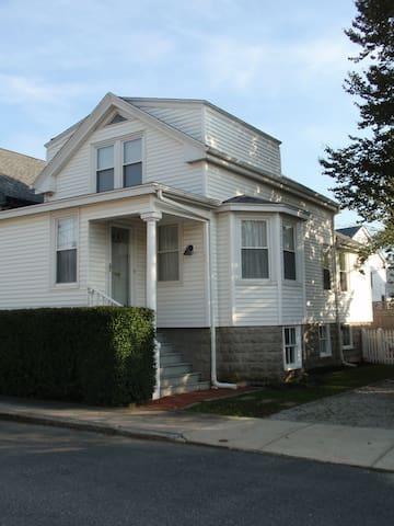 Sunny Newport Cottage - Newport - Rumah