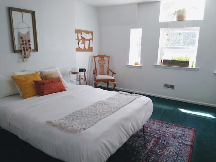 Park View - Bright and Spacious Private Room!