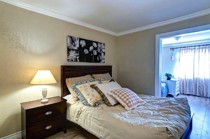 两个雅房套在一起的双间房间