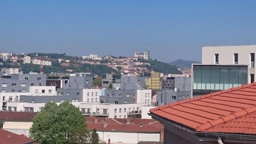 Chambre agréable avec balcon et vue sur Fourvière - Lyon - Apartment