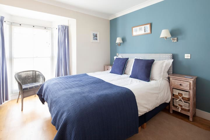 Tregonning - double ensuite B&B room in Porthleven