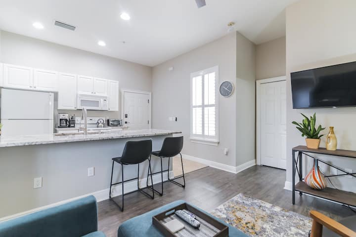 Gorgeous One-Bedroom in Excellent Area