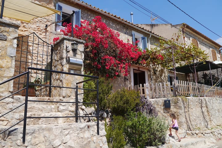 Beautiful bright house in Alaró