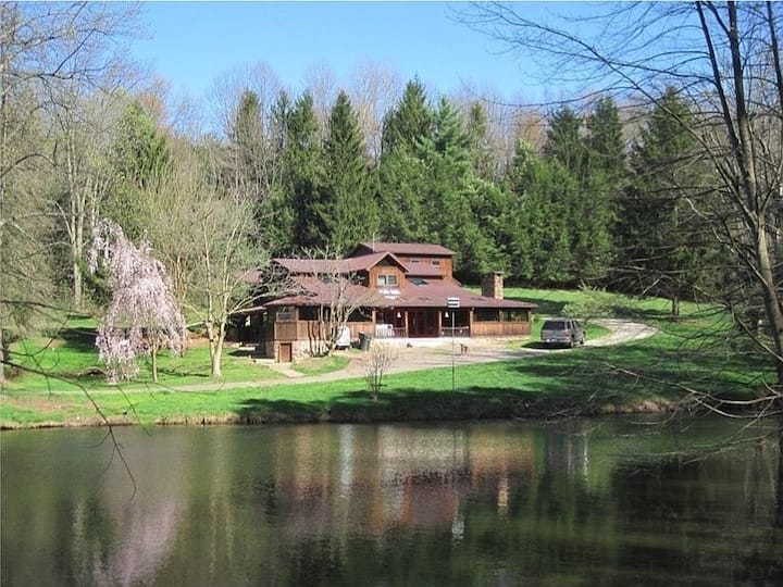 Tappan Lodge!  16 Acres, Private Pool, Pond