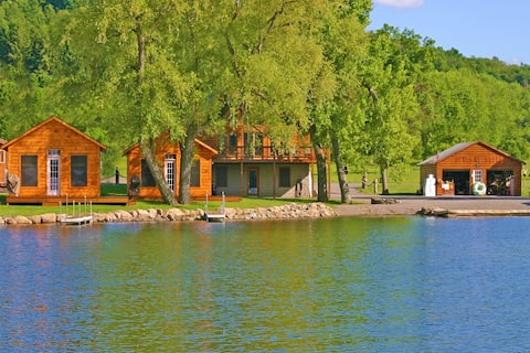 DeRuyter Lake NY Cozy Bass Cottage on Water's Edge
