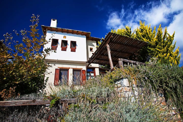 PELION HOMES | VILLA ALONAKI cosy & traditional - Magnisia - Villa
