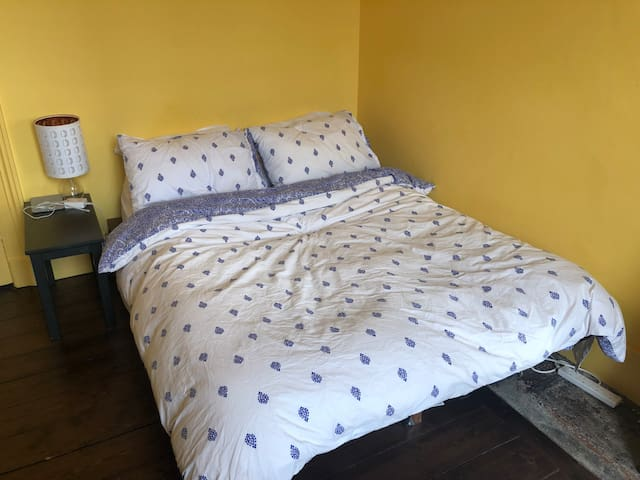 This double bed is quite comfy and comes with four pillows, because who doesn't like loads of pillows.