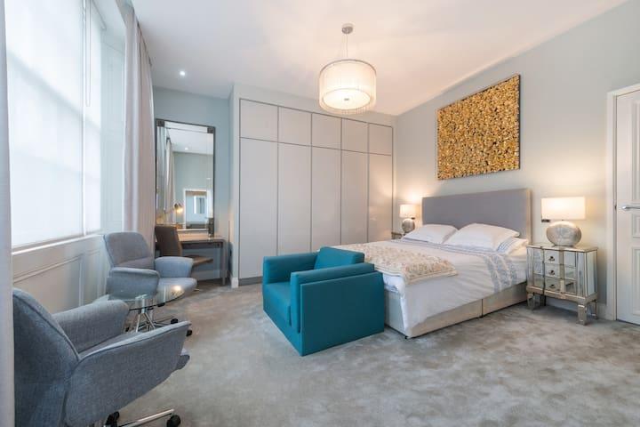 Huge one bedroom Little Venice