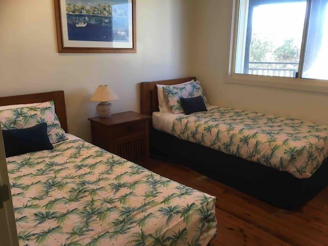 Bedroom 3 ...2 x singles