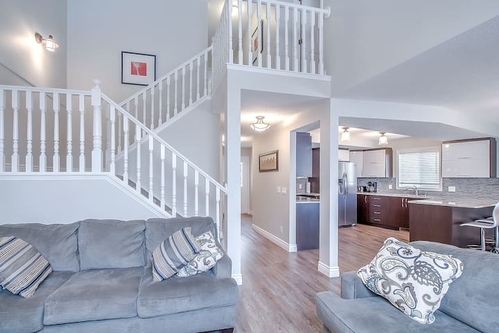 COZY, 4BA, 6BED, AC, SLEEPS 10, CL TO DT,A/PT