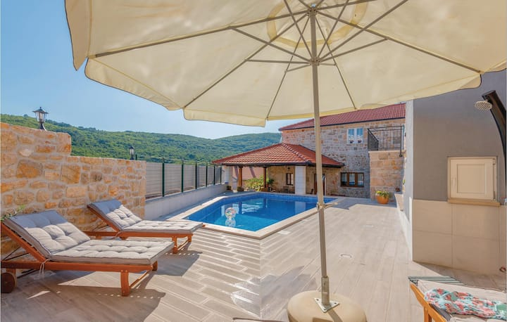 Awesome home in Krivodol with Outdoor swimming pool, Outdoor swimming pool and 3 Bedrooms