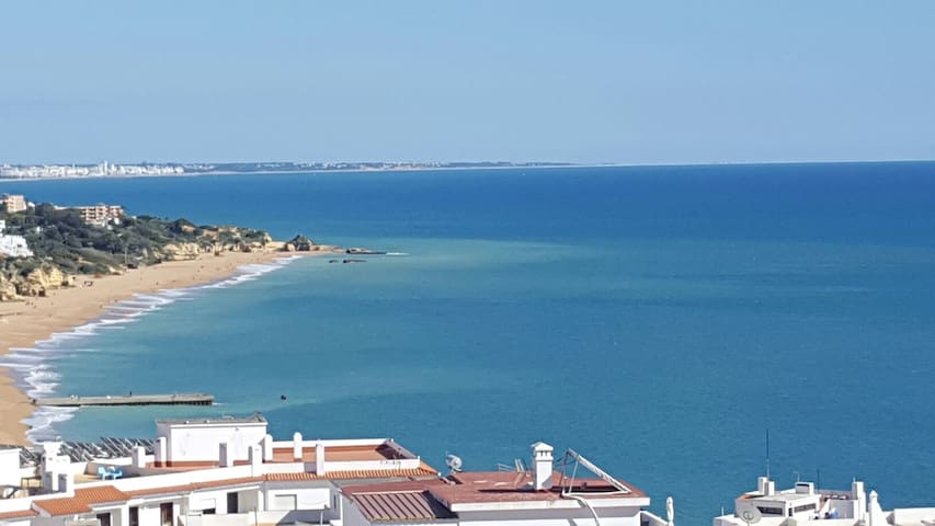 All place,  bedroom 2/3 people. Center Albufeira
