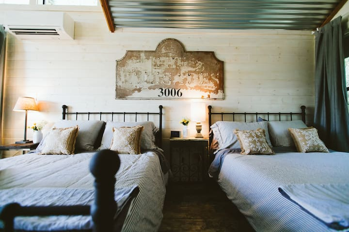 Claire Villa: Sleeps 6