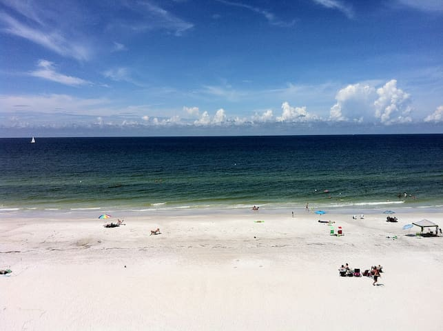 Sea Gate 408, 3BR, DIRECT GULF FRONT CORNER UNIT! - Indian Shores - Condominium
