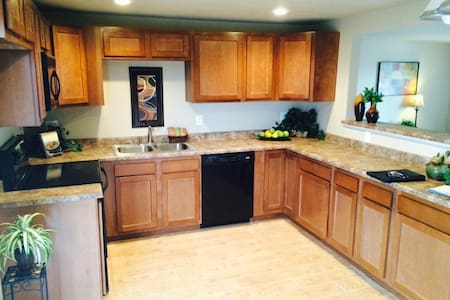 Newly Renovated Private Bed & Bath - Colorado Springs