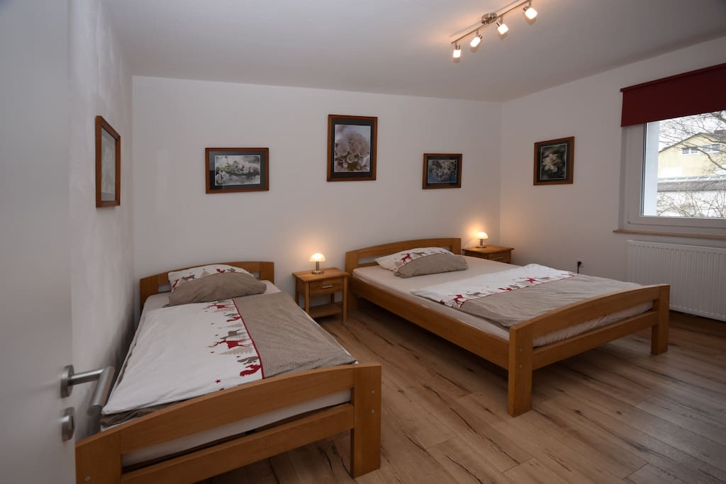 Schlafzimmer 1 / sleeping room