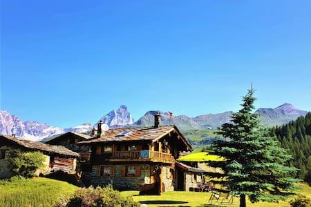 """Chalet """" L' Ange Des  Neiges """" Matterhorn Paradise"""