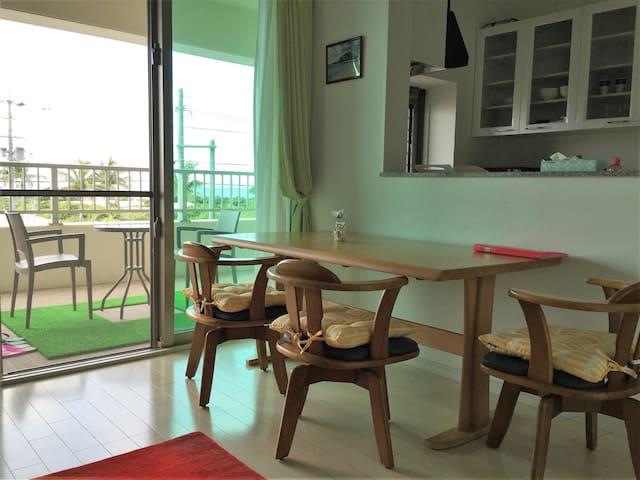 安心のオートロック&モニター・広々バルコニーからの沖縄の風を感じてください・10歳未満の方は無料です