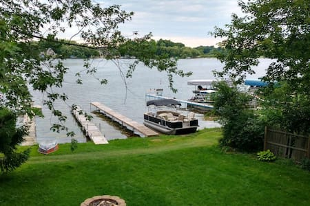 Tranquil Lakefront Cottage - 40 min from 2020 DNC