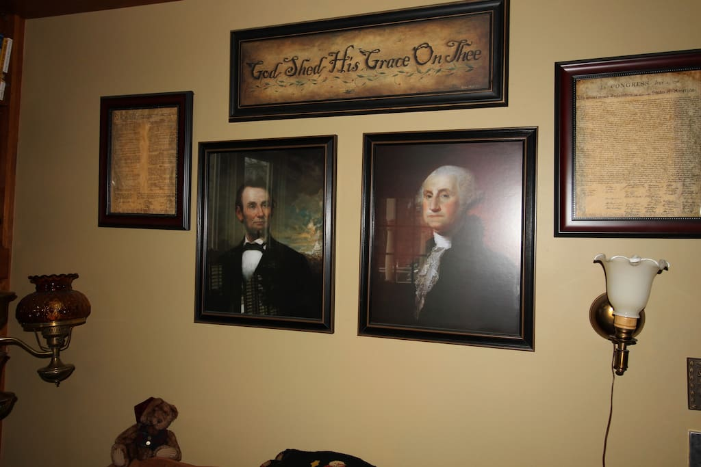 You will be welcomed to Hunky Dory in our Reading Room, presided over by Abraham Lincoln and George Washington on the south wall and the Signing of the Declaration of Independence over the fireplace.