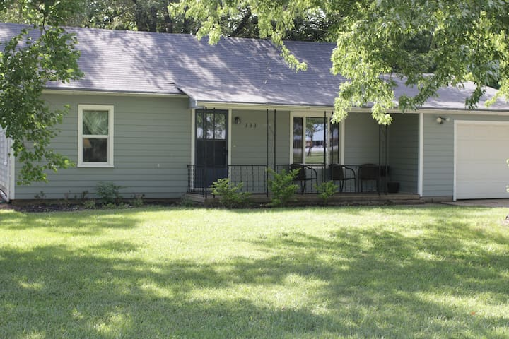 Inviting home close to Hesston College