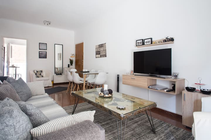 STYLISH, COSY FLAT IN ATHENS (Airport Metro Line)