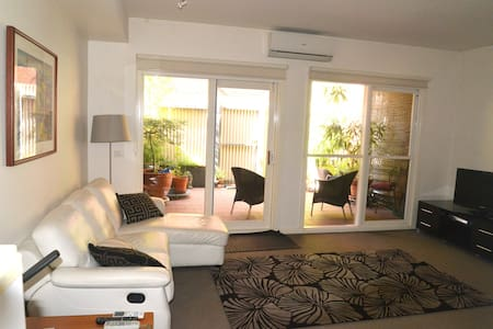 Spacious one  bedroom apartment. - North Melbourne - Byt