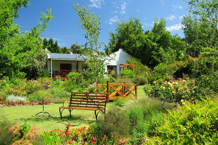 Beautiful Quiet Garden Cottage with mountain views - Western Cape - บ้าน