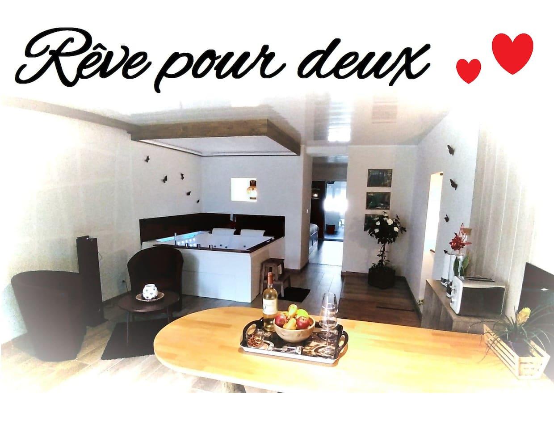 Rêve pour deux est un logement individuel destiné aux couples désireux de passer un moment unique en profitant d'un agréable SPA privatif.