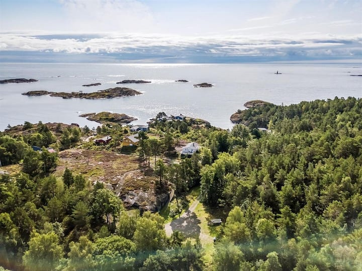 **Havblikk** Tverrdalsøya. God standard. Usjenert.