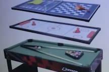 Jogos diversos para crianças/Table with six games for kids