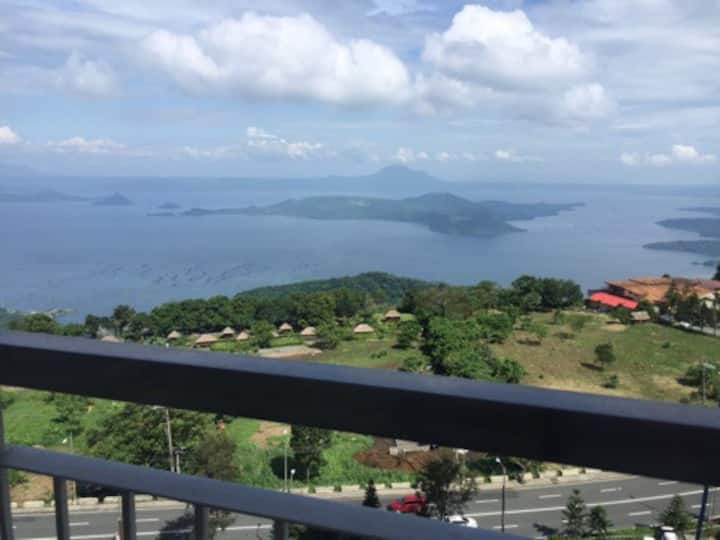 Taal Lake View T3 Unit 1733 By SMCo
