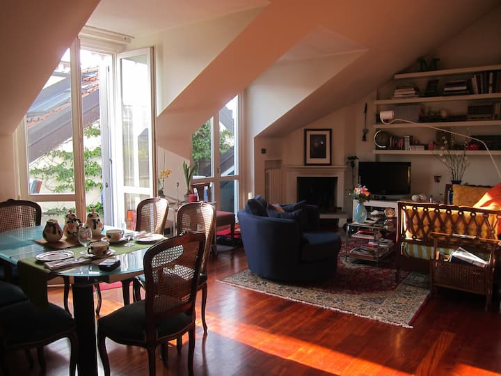 Room in penthouse w terrace, ideal for design fair