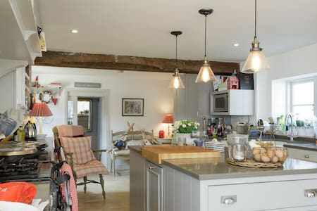 Boutique Village House B&B Nr Winchester,sleeps 8! - Bramdean - Bed & Breakfast