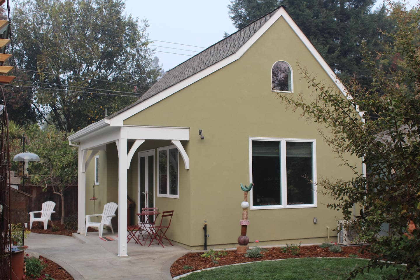 Welcome to the Fig Tree Cottage in the Heart of Land Park