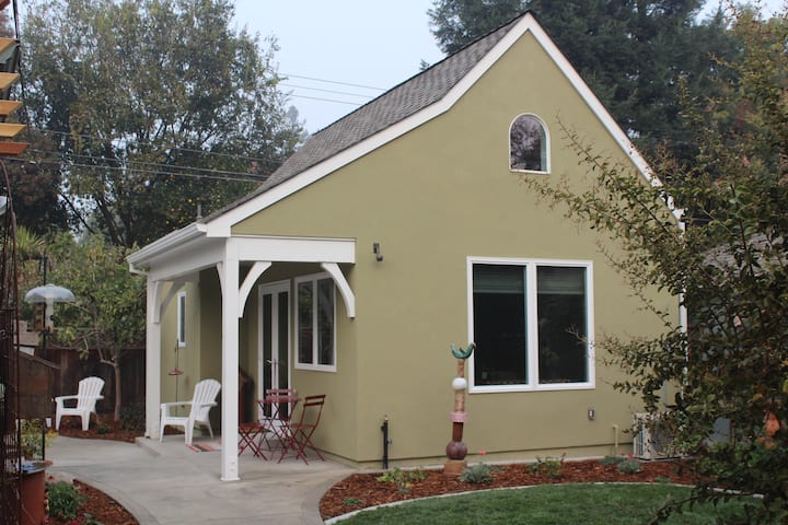 The Fig Tree Cottage in the Heart of Land Park