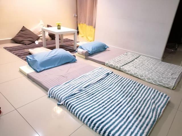 Extra floor mattress set up enable extra 2 adult to sleep comfortably