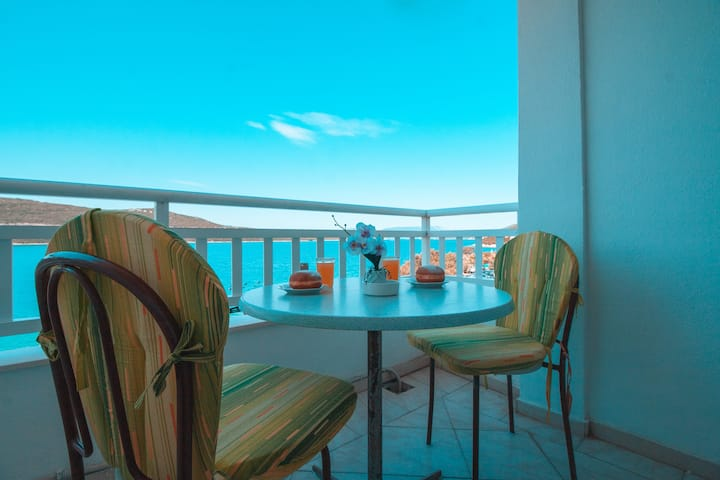 Comfort Studio Apartment with Sea View  @Apartments Laura