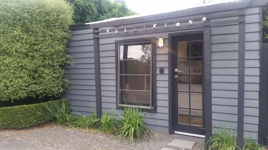 Lovely Comfortable Private Cottage, Box Hill North - Box Hill North - Bungalov