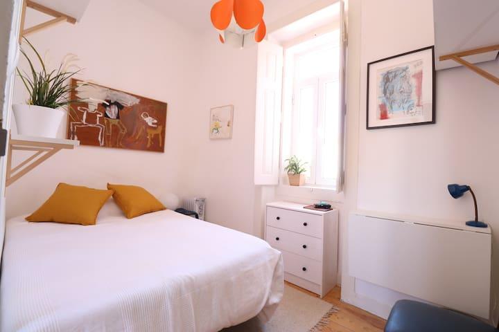 Cosy little room in Bairro Alto