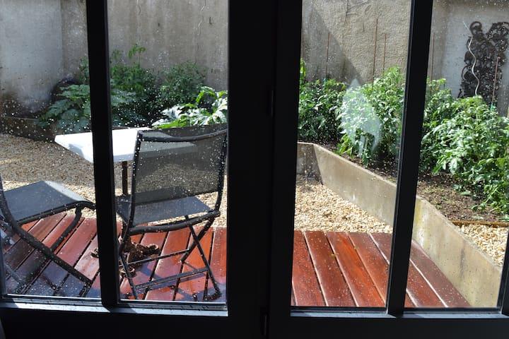 Petite cour avec terrasse privative et sans vis à vis
