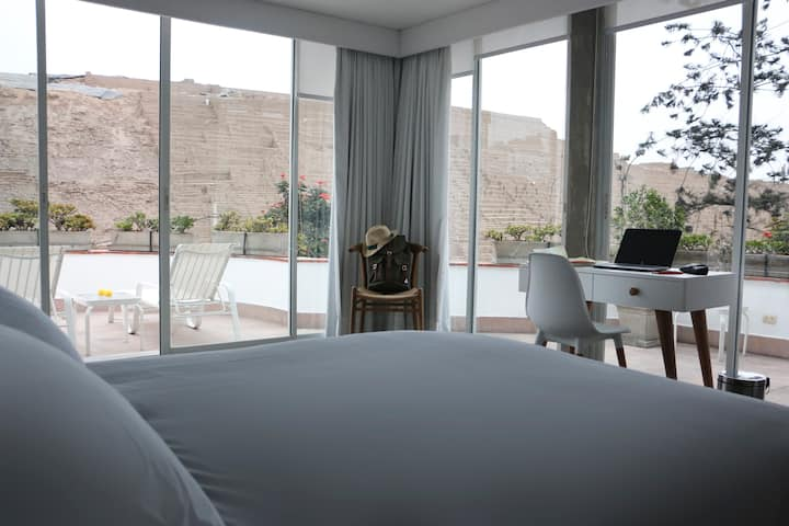 Cozy Rooftop Apartment w/ View to Huaca Pucllana