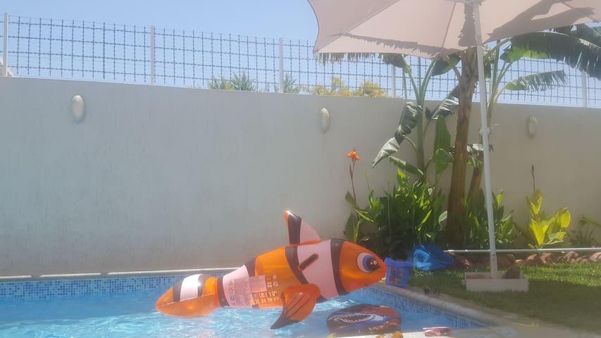 Chambre double donnant sur piscine à Dar Aicha