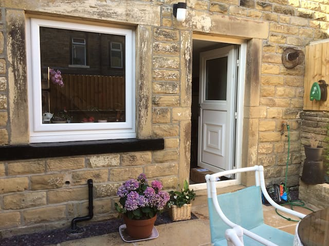 Private double room, top facilities,street parking